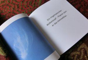 """Aufgeschlagenes Buch """"Mein Jahr in Haiku"""""""